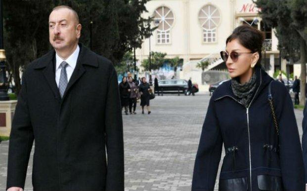 Prezident və xanımı yenidən qurulan Neftçilər parkında - FOTO (YENİLƏNDİ)
