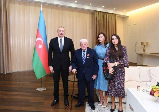 """Prezident Əlibaba Məmmədova """"Şərəf"""" ordenini təqdim edib"""