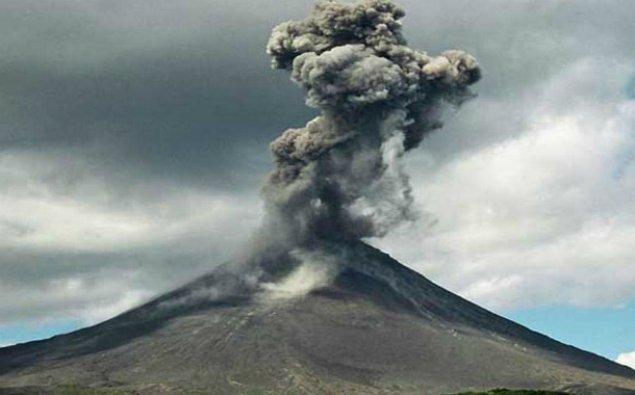Kamçatka vulkanı 5,5 kilometrədək kül püskürdü