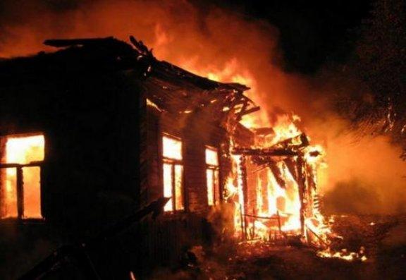 Bərdədə 5 otaqlı ev yandı
