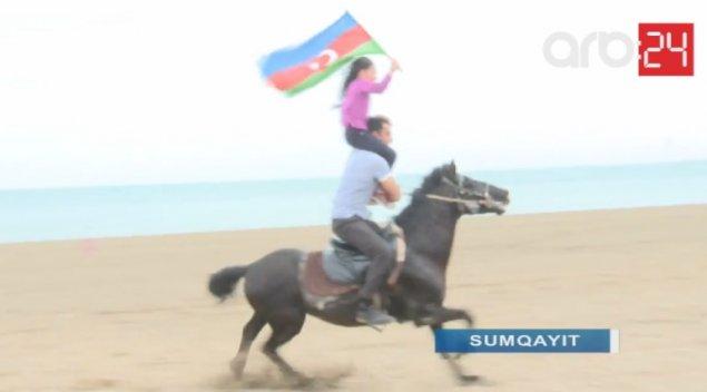 Sumqayıtda 8 yaşlı qız bayrağımıza bürünüb, yəhərsiz at çapdı, sosial şəbəkədə fenomen oldu – FOTOLAR – VİDEO
