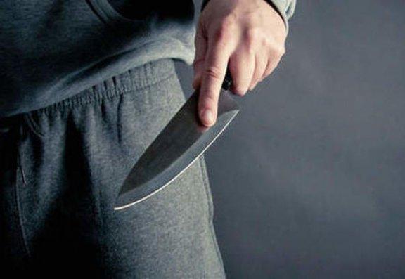 37 yaşlı kişi özünü bıçaqladı