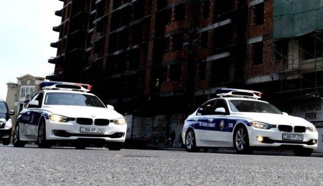 Bakıda sürücü yol polisinin avtomobilini baltaladı
