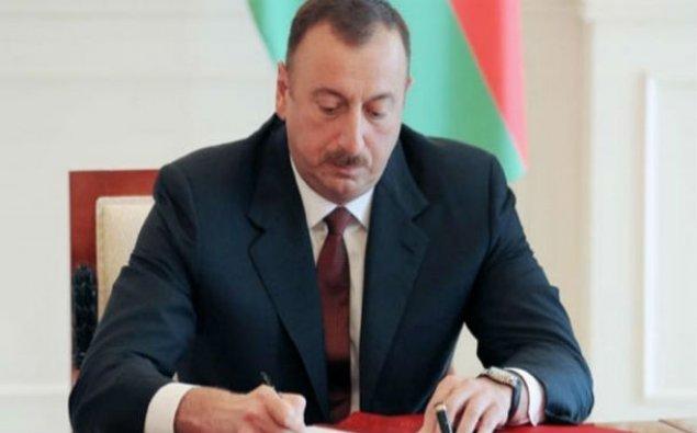 Prezident heykəltəraş Tokay Məmmədovu fəxri diplomla təltif etdi