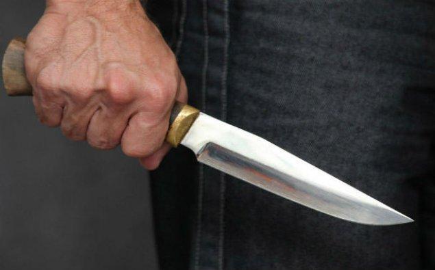 Salyanda kişi arvadını bıçaqladı