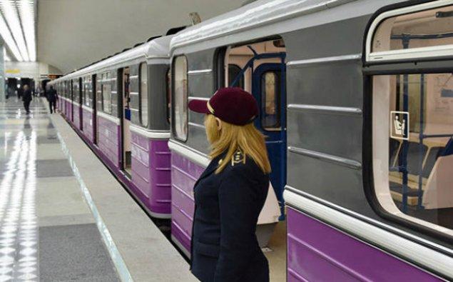 Bakıda metroda dava: Oğlan söyüş söyən qadına şillə vurdu – FOTO