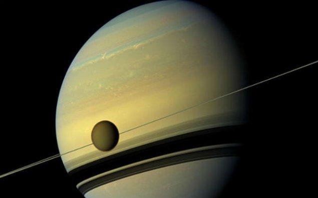 Saturnun peykində həyat mövcud ola bilər
