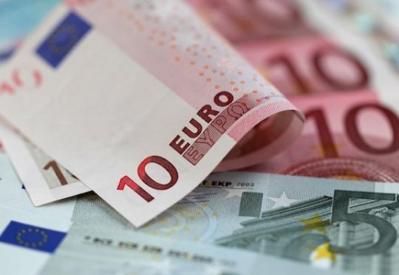 Dollar sabit qaldı, avro bahalaşdı