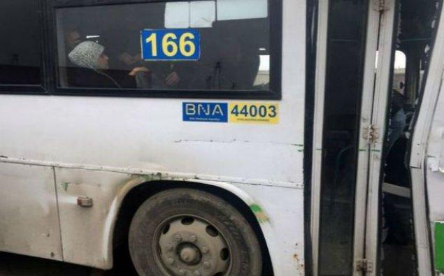 Bakıda QƏZA: Avtobus yük maşınına çırpıldı — FOTOLAR