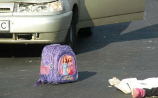 Məktəbə gedən 13 yaşlı qızı maşın vurdu