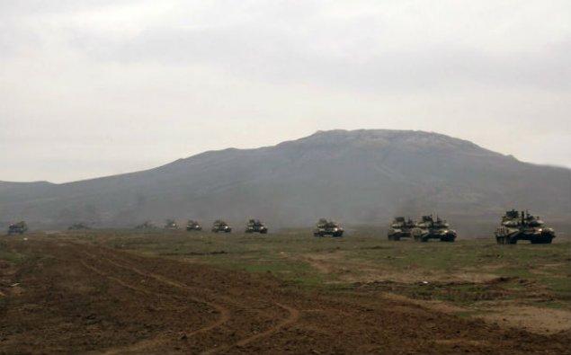Təlimə cəlb edilən tank hissələri tapşırıqları yerinə yetirirlər - VİDEO