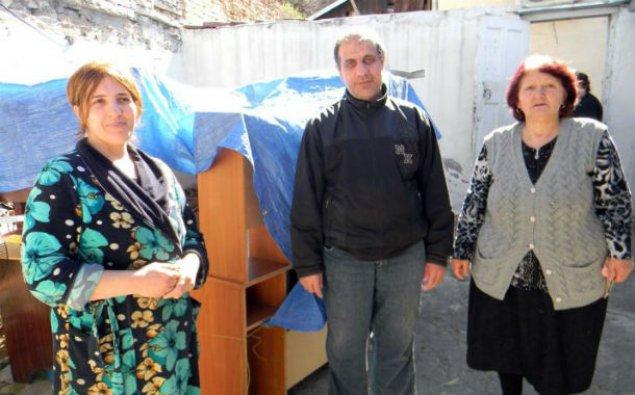 Tbilisidə 5 azərbaycanlı ailənin evi əlindən alınır – Fotolar