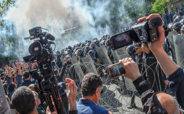 Yerevanda 30-dan çox etirazçı xəsarət alıb