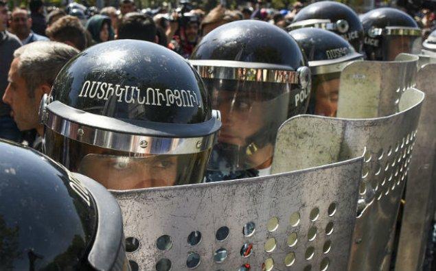 Ermənistanda etiraz aksiyalarında iştirak edən 83 nəfər tutuldu