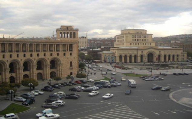 Ermənistan Müdafiə Nazirliyi etirazçılardan nazirliyə yaxın küçələri boşaltmağı tələb edib