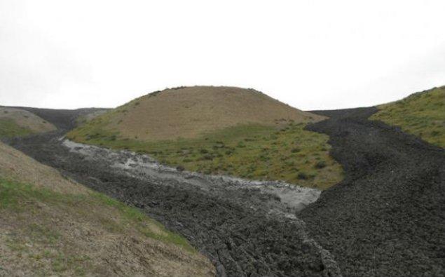 Dünyanın ƏN NƏHƏNG palçıq vulkanı püskürdü - Alovların hündürlüyü 400 metrə çatdı