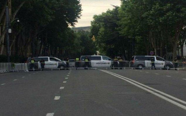 Tbilisidə etirazçılar mərkəzi prospekti bağayıb