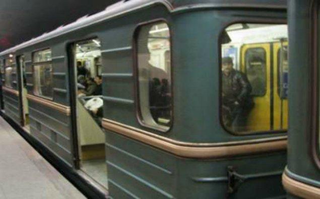 Bakı metrosunda həyəcan: 2 yaşlı uşağı son anda xilas etdilər