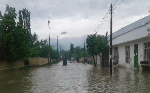 Ağdamda yağan yağış nəticəsində evlərə su dolub - VİDEO