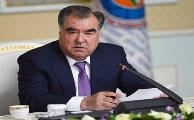 Tacikistan Prezidenti ümummilli lider Heydər Əliyevin məzarını ziyarət edib