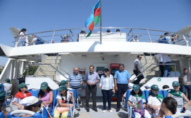 Nəsimi rayon məktəbliləri «Mirvari» gəmisində dəniz səyahətinə çıxdılar - FOTO