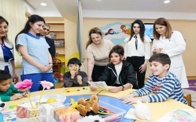 Mehriban Əliyeva Bakıdakı Uşaq Psixonevroloji Mərkəzində – FOTO