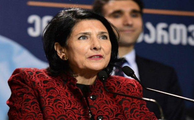 Gürcüstan prezidenti İrəvana rəsmi səfərə gedib