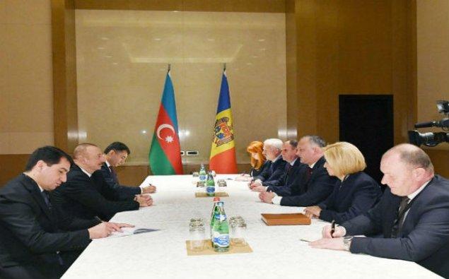 Prezident İlham Əliyev Moldova Prezidenti İqor Dodon ilə görüşüb