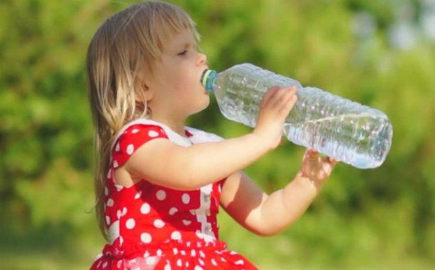 Uşaqlara qazlı su içirtməyin!
