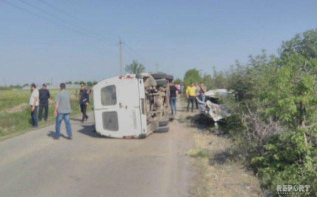 Şəmkirdə mikroavtobus aşıb, 3 nəfər ölüb, 8 nəfər yaralanıb - FOTO