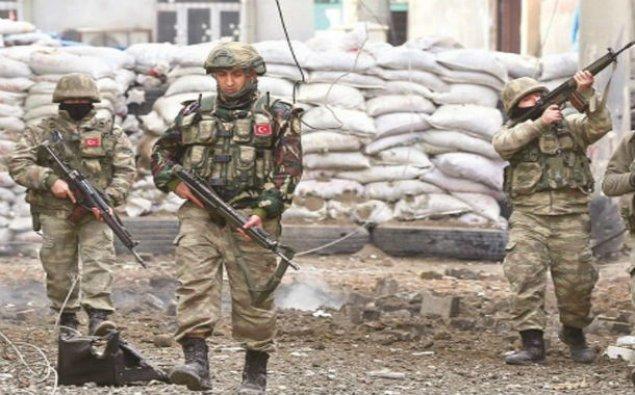 Türkiyə hərbçiləri PKK terrorçulara məxsus çox sayda silah-sursat ələ keçiriblər