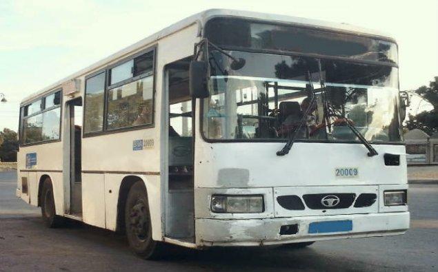 Bakıda sərnişin avtobusu evakuatorla toqquşub, 4 qadın xəsarət alıb