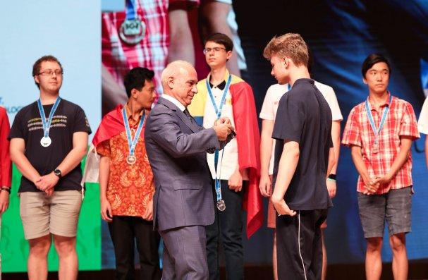 İstedadların Rəqəmsal Sponsoru Azercell Olimpiadanın qaliblərini mükafatlandırdı  – FOTO