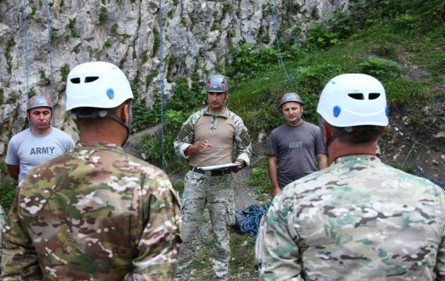 Azərbaycan hərbçiləri Gürcüstanda dağ təlimində iştirak edirlər