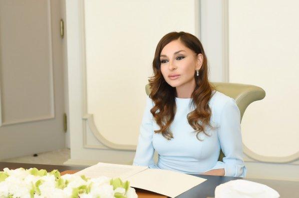 Mehriban Əliyeva neftçiləri təbrik etdi - Foto