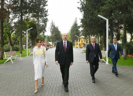 İlham Əliyev və xanımı Atatürk parkında - Foto