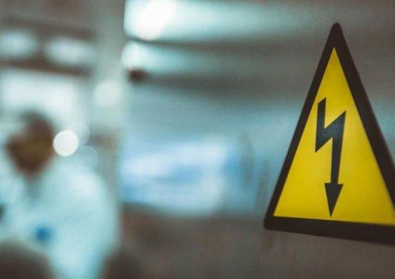 Qazaxda 57 yaşlı kişini elektrik cərəyanı vuraraq öldürüb