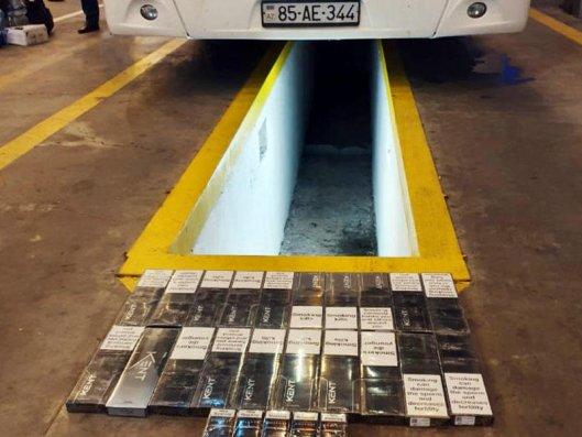 İrandan gələn avtobusda qanunsuz yolla gətirilən siqaretlər aşkarlandı