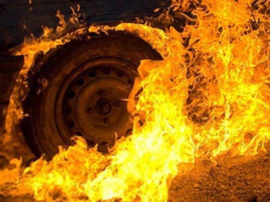 Qubada minik avtomobili yanıb
