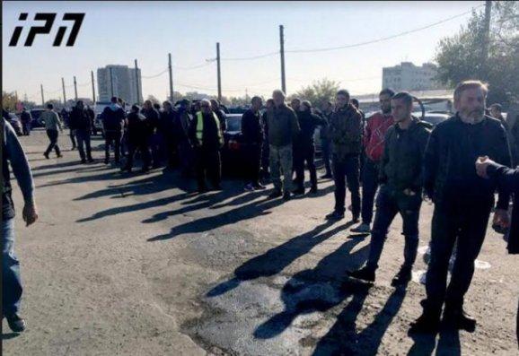 Gürcüstanda maşın bazarının satıcıları tətil elan ediblər