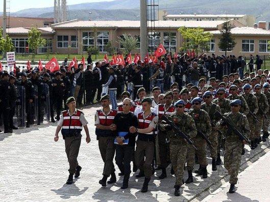 Türkiyədə 92 hərbçi barəsində saxlanılma qərarı verildi