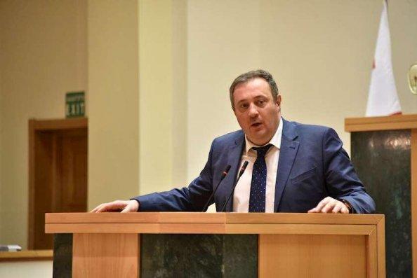 Gürcüstan parlamentinin komitə sədri istefa verib