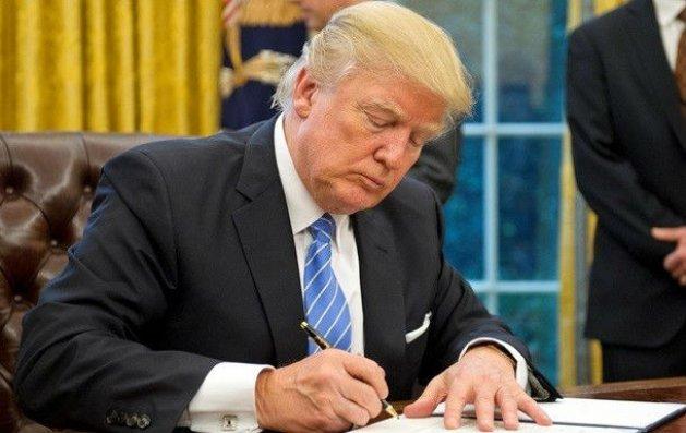 ABŞ prezidenti 738 milyardlıq hərbi büdcəni təsdiqləyib