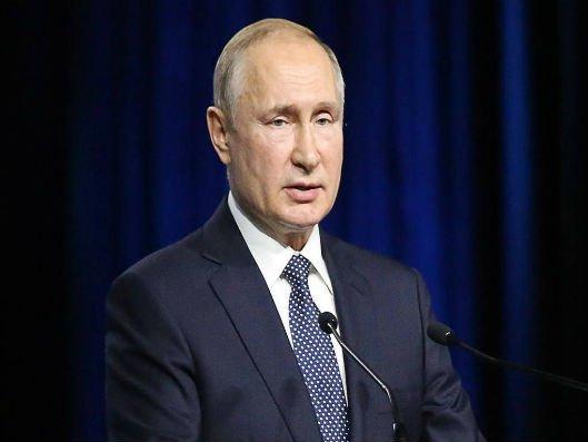 Putinin avtoqrafı hərracda 340 min rubla satılıb
