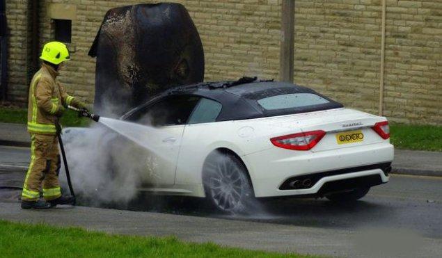 Bakıda lüks avtomobil yandı