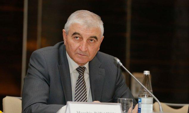 Məzahir Pənahov deputatlara vəsiqələri təqdim etdi
