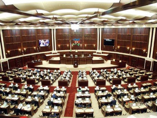 Parlamentdə vətəndaş qəbulları müvəqqəti dayandırıldı