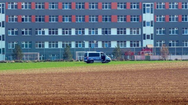 Almaniyada azərbaycanlıların da olduğu qaçqın düşərgəsi karantinə alındı