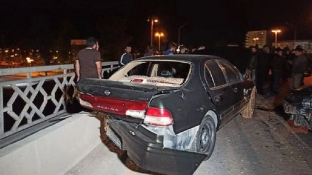 Azərbaycanda dəhşətli qəza: Polis öldü, hərbçi yaralandı (FOTOLAR)