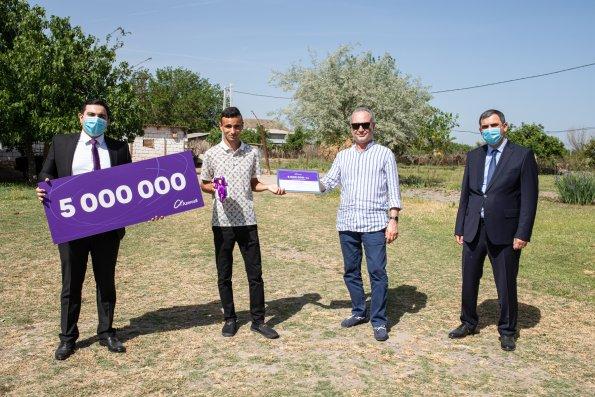 Azercell ailəsi artıq 5 milyon döyünən ürək deməkdir!
